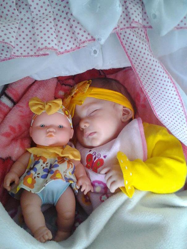 parecidos-razonables-bebes-munecos (10)