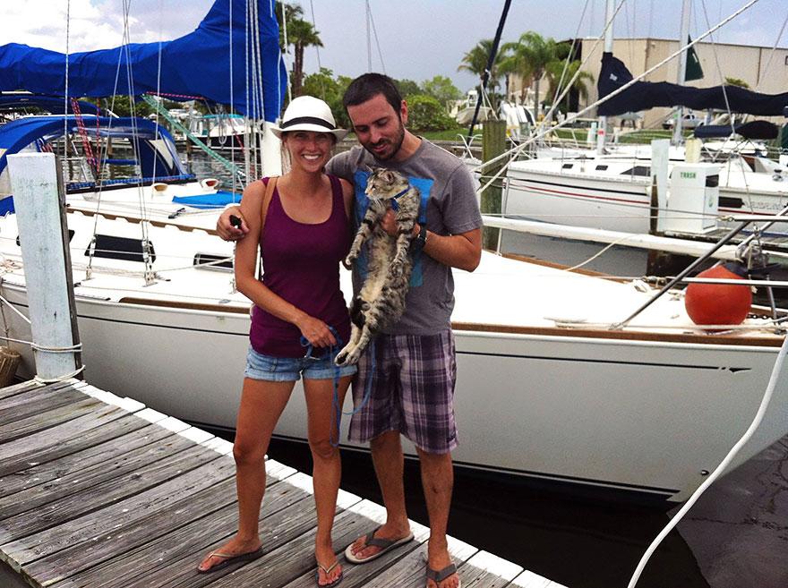 pareja-viajes-mundo-barco-gato-matt-jessica-johnson (11)