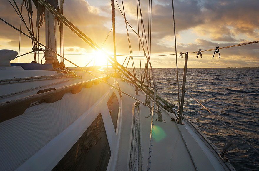 pareja-viajes-mundo-barco-gato-matt-jessica-johnson (25)