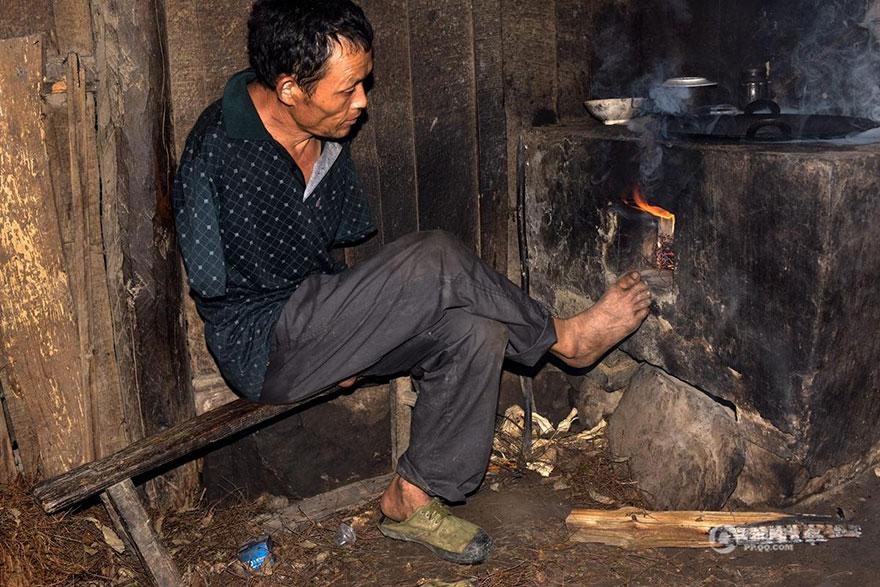 chen-xinyin-sin-brazos-madre-enferma-granja-china (10)