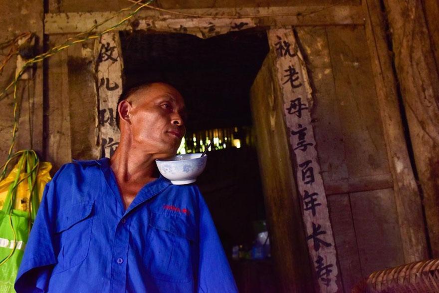 chen-xinyin-sin-brazos-madre-enferma-granja-china (2)