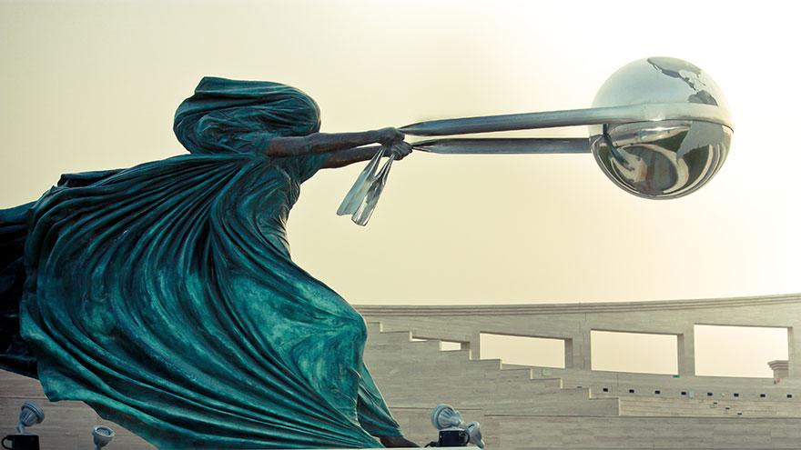 esculturas-fuerza-naturaleza-lorenzo-quinn (8)