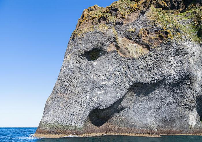 elefante-formado-de-rocas-heimaey-islandia (3)