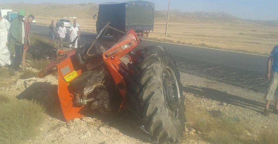 سقوط جرار من شاحنة اليوم بالطريق الوطني رقم46