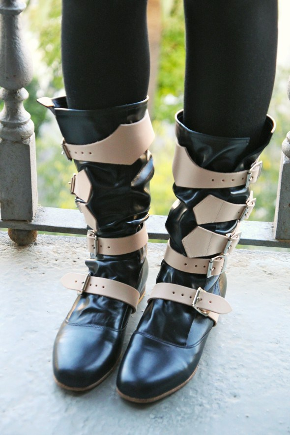 bottas-pirate-boots-vivienne-westwood-boot-black-beige-straps_effected_effected