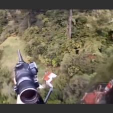 豪快すぎる狩猟動画。ニュージーランドのヘリコプターによるシカ狩り