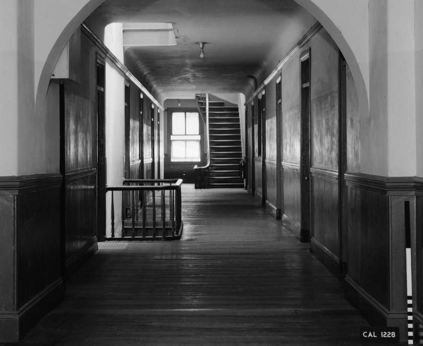 HABS photo, third floor hallway