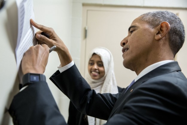President Barack Obama signs remarks for introducer Sabah Muktar backstage prior to speaking at the Islamic Society of Baltimore mosque and Al-Rahmah School in Baltimore, Md., Feb. 3, 2016. (Official White House Photo by Pete Souza)