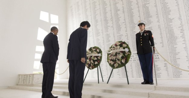 President Barack Obama and Prime Minister Shinzo Abe of Japan pause for a moment of silence following a wreath laying at the USS Arizona Memorial in Pearl Harbor, Hawaii, Dec. 27, 2016. (Official White House Photo by Lawrence Jackson)