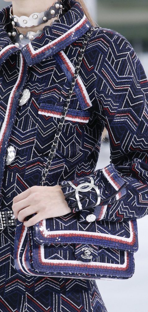 Chanel-Spring-Summer-2016-Runway-Bag-Collection-Featuring-New-Squared-Tote-Bag-4
