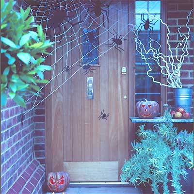 PP-front-door-decorated-for-halloween400sq