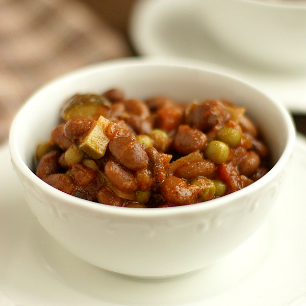 Vegetarian Chili Recipe - Bread & With It