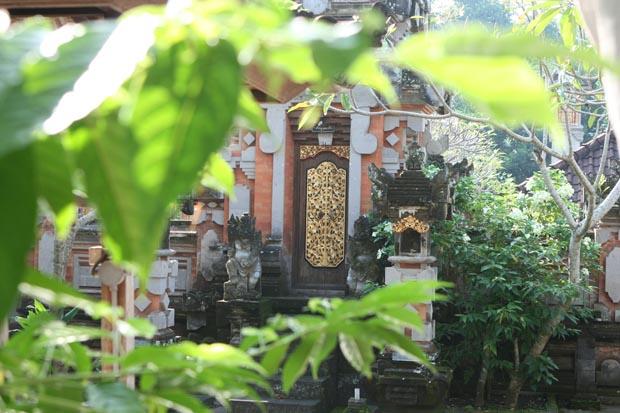 Der Weg zur Schule führte an Tempeln vorbei.