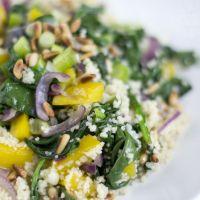 Snelle couscous met spinazie en gele paprika