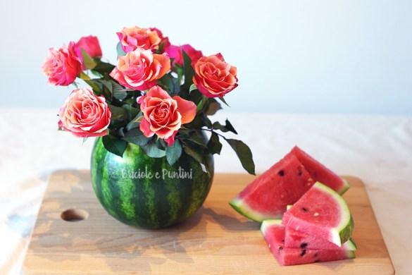 centrotavola estivo fai da te con fiori freschi e anguria