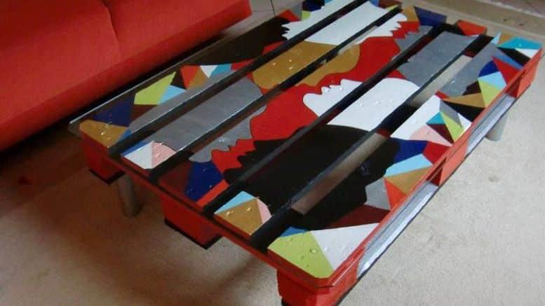 fabriquer une table basse en palette bricolage facile. Black Bedroom Furniture Sets. Home Design Ideas