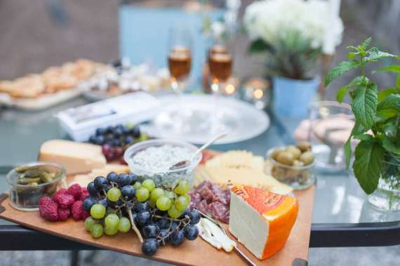 Outdoor-Great-Gatsby-Party-Cheese