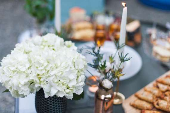 Outdoor-Great-Gatsby-Party-Flowers