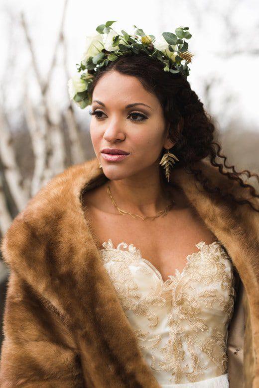 Romantic-Winter-Rustic-Wedding-Bride-Garland