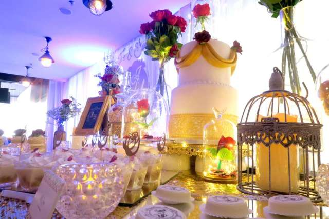 Beauty-And-The-Beast-Dream-Wedding-Treat-Table