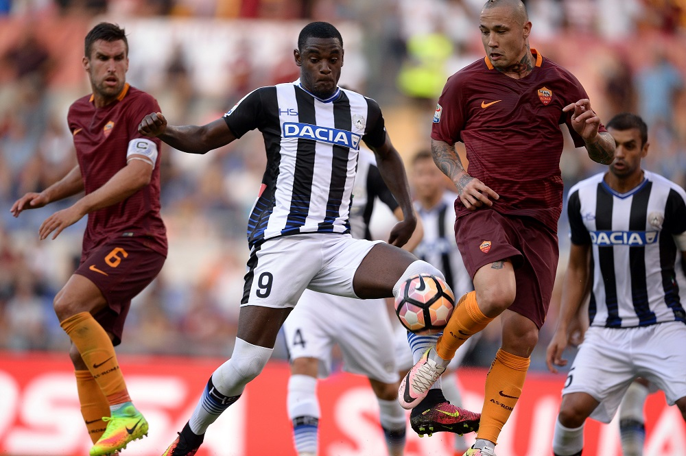 Roma's Belgian midfielder Radja Nainggolan (R) vies with Udinese's Colombian forward Duvan Zapata (C) during the Italian Serie A football match between Roma and Udinese at the Olympic Stadium in Rome on August 20, 2016.    (Photo FILIPPO MONTEFORTE/AFP/Getty Images)