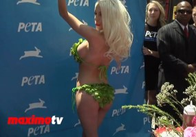 Courtney Stodden lettuce bikini video