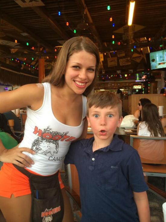 hooters-reaction-perfect