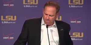 Les Miles Invited An LSU Fan With Cancer To Watch Game From The Coaches Box In Total Dude Move