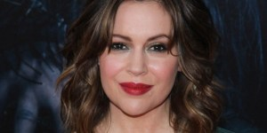 Alyssa Milano's Post-Pregnancy Cleavage Game Is Pretty Next Level