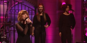 Carly Rae Jepsen Performed 'I Really Like You' On SNL And Yea, Okay, Pretend You Aren't Gonna Watch