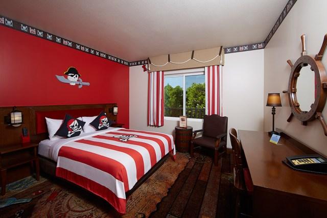 img960_Standard-Pirate-Suite-Adult-Sleeping-Area
