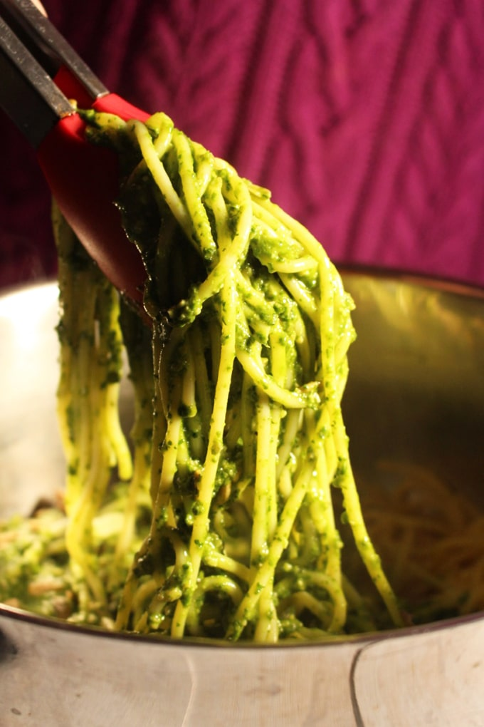 Sunflower and Pumpkin Seed Vegan Kale Pesto | This is a green super food that not only tastes good but also provides you with addedhealth benefits. Easy, quick and delicious pasta. |Brokefoodies.com