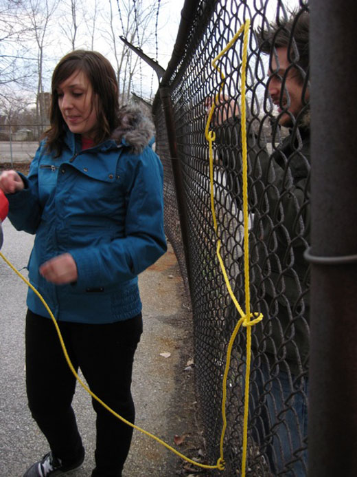 Justin tries to help Michelle and Danielle with the rope