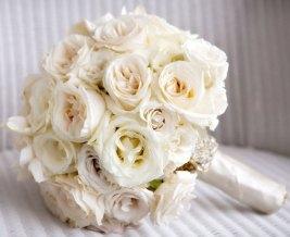 Hvit og sølv brudebukett
