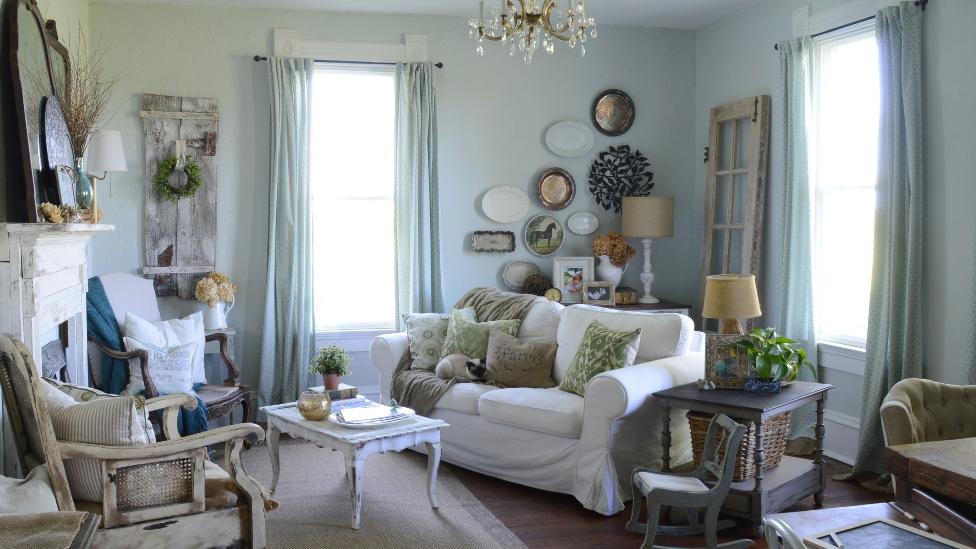 Farmhouse Living Room Tour {Spring 2016}
