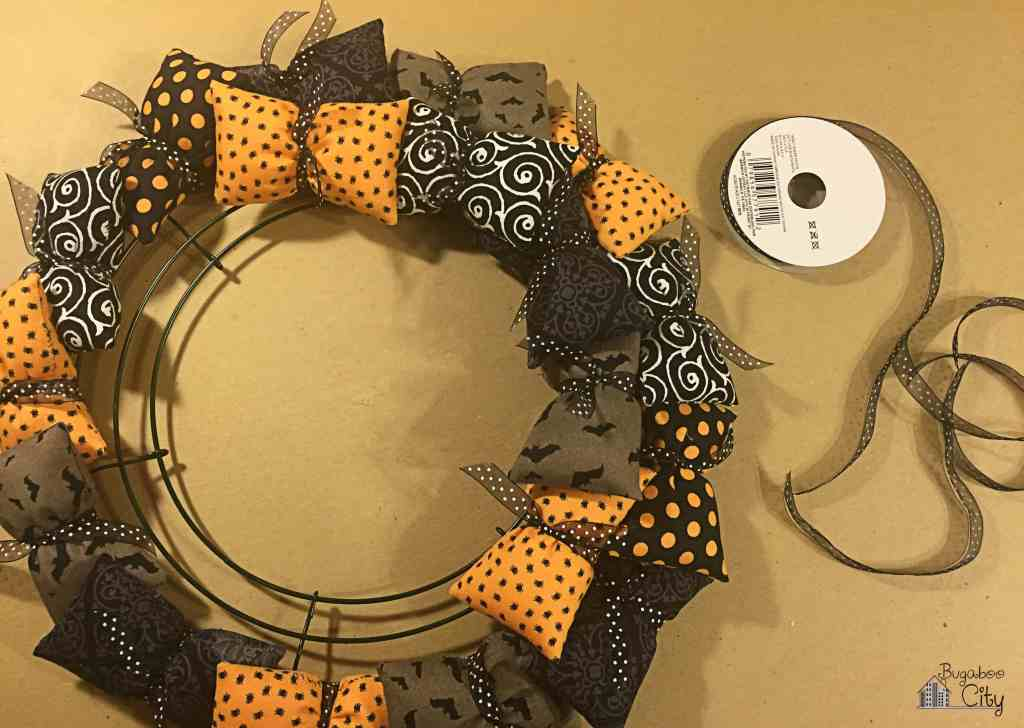 Halloween Pillow Wreath Tutorial 8