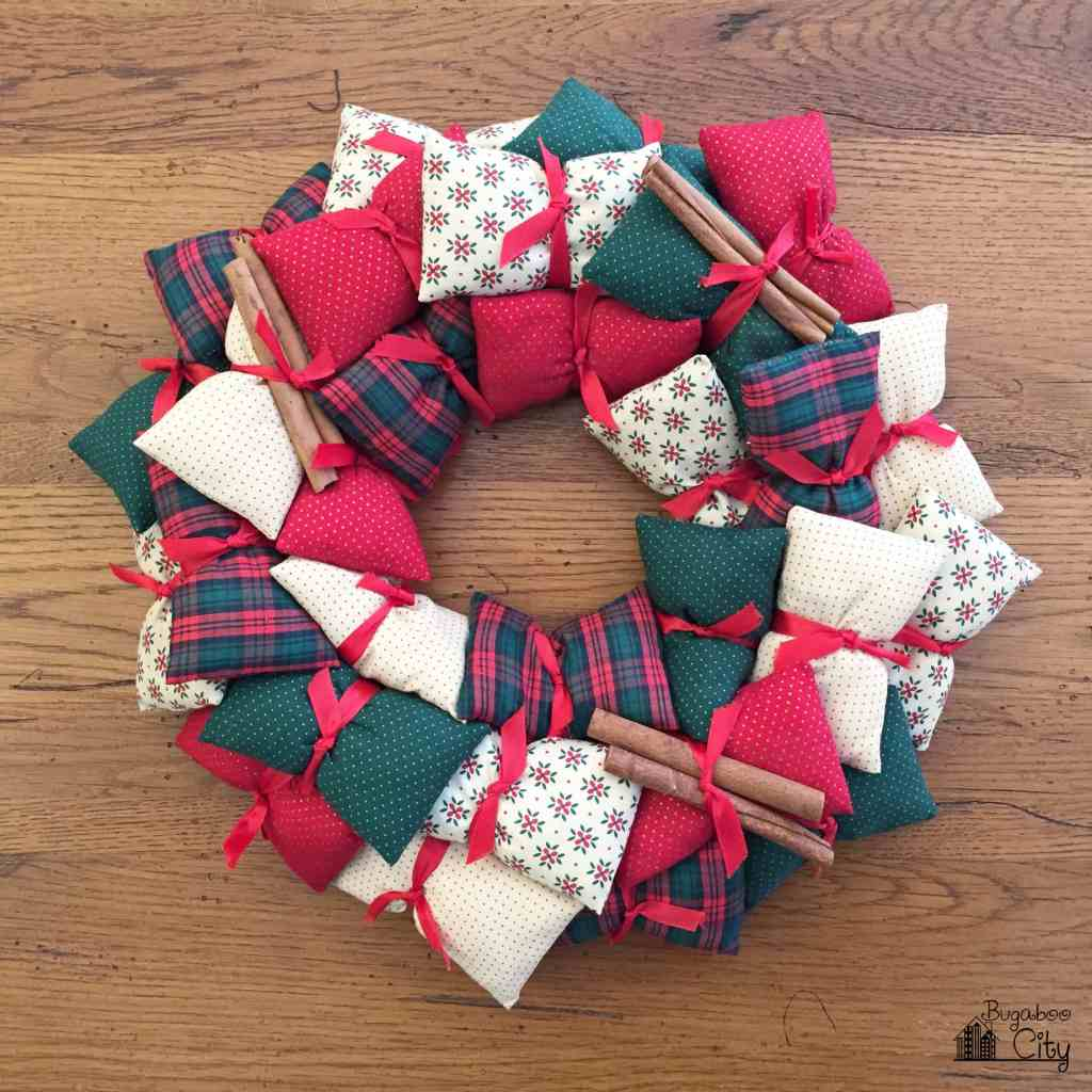 holiday-pillow-wreath