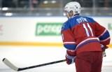 """Путин се включи в """"Отбора на Звездите"""" на лигата през втората третина на срещата в зала """"Болшой Арена"""" в Сочи, като се появи на леда в червен екип с номер 11."""