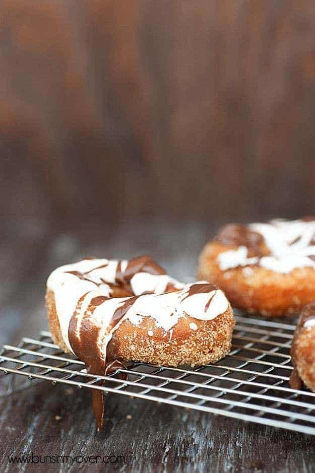 S'mores Donut #recipe! These donuts are EASY PEASY and taste like they came from a gourmet donut shop!
