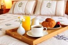 hotel breakfast (s_falkow@flickr)