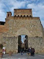 San Gimignano Porta San Giovanni con torre campanaria