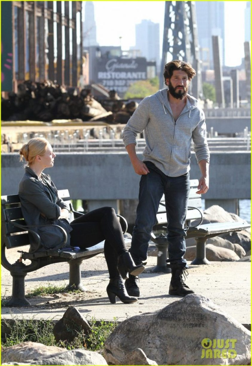 52195960 Jon Bernthal looks unrecognizable with long hair and full beard as the vigilante superhero 'The Punisher' filming with costar Deborah Ann Woll in Brooklyn's Kent avenue waterfront on October 5, 2016. FameFlynet, Inc - Beverly Hills, CA, USA - +1 (310) 505-9876