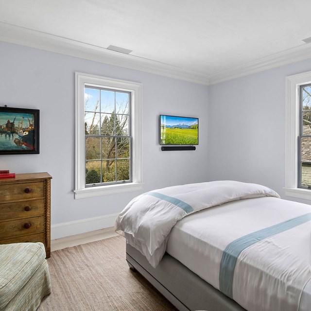 12_Guest_Bedroom_2nd_Floor_1462997419