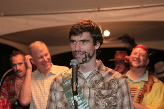 2010 MoBro champ Freeman Rogers speaks to a crowd of adoring fans.