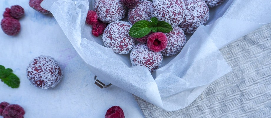 Coconut and Raspberry Bliss Balls, Energy Snacks, www.by-rosie.com