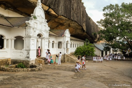 A lot of school children at the cave temple in Dambulla