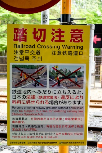 Sign: railroad crossing warning