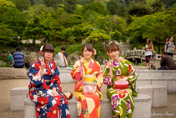 Dresses up as Geisha in Mruyama park