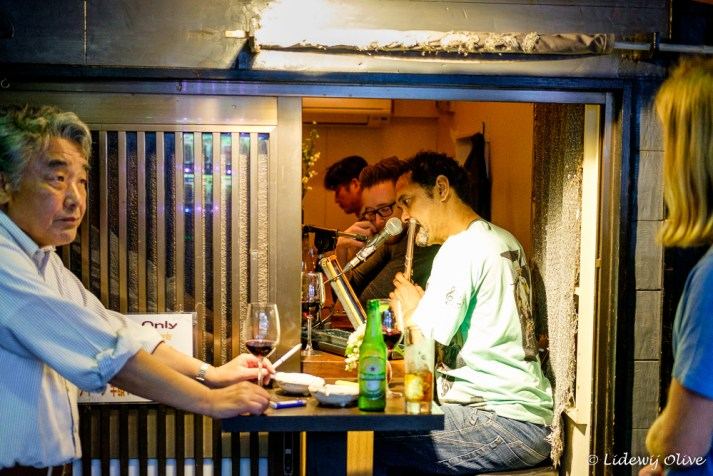 Golden gai: mini cafe's for only 4 or 5 people