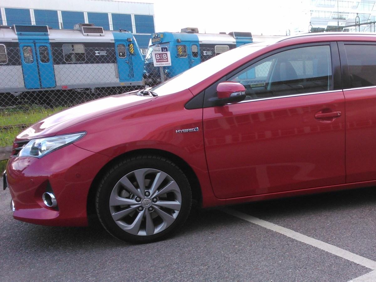 Test av Toyota Auris Touring Sports 1,8 HSD, en billig hybridbil!